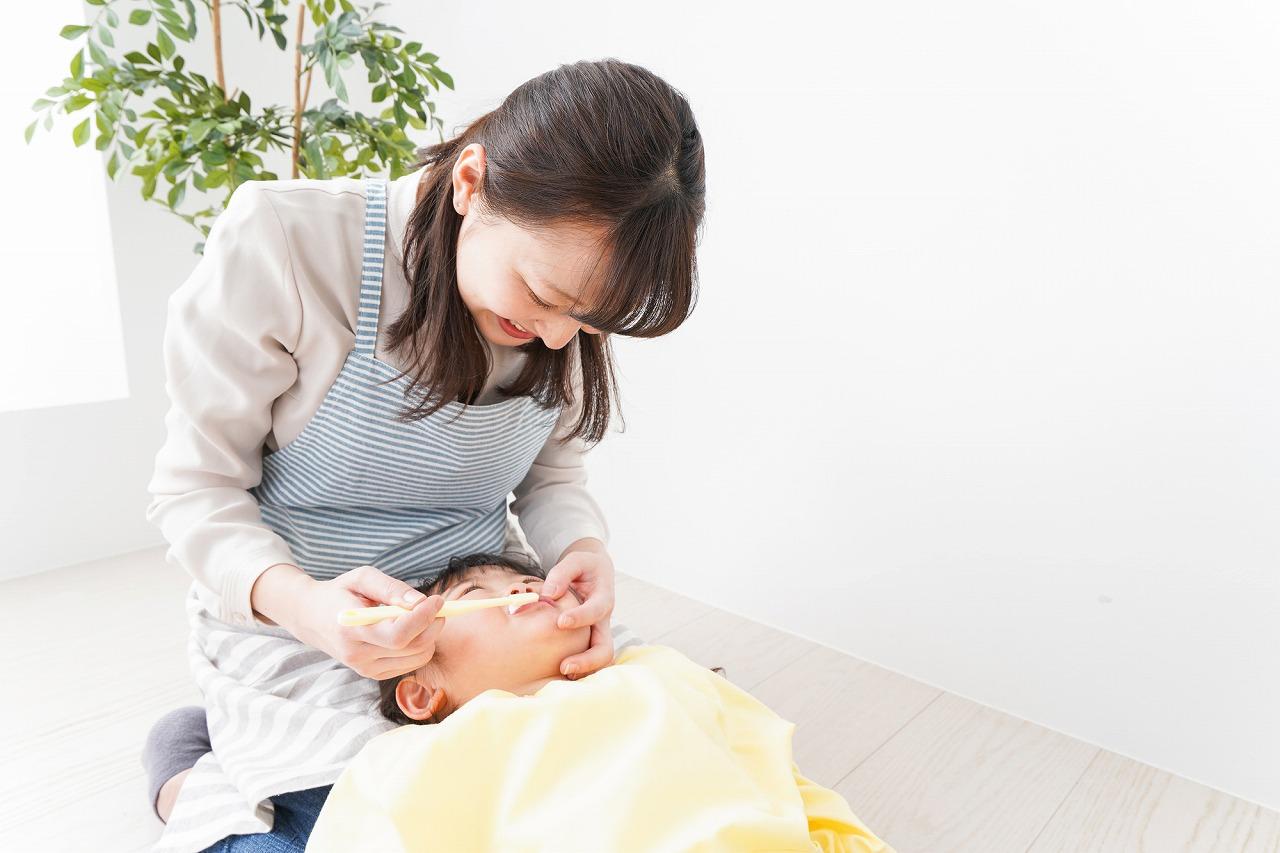 お子様の歯を守る「仕上げ磨き」