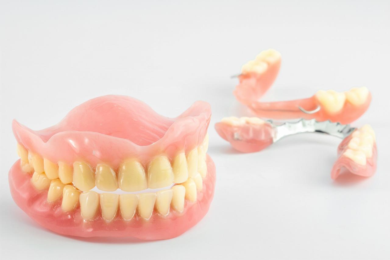 入れ歯(義歯)はお口にぴったりのものを使いましょう